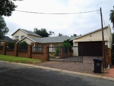 R 1,100,000 - 5 Bed House For Sale in Dalpark