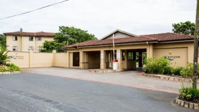 On Auction - 4 Bedroom, 2 Bathroom  Commercial Property On Auction in Uvongo