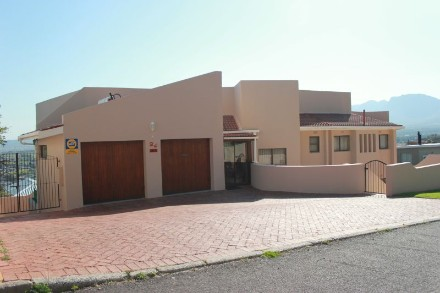 On Auction - 4 Bed Home On Auction in Gordon's Bay