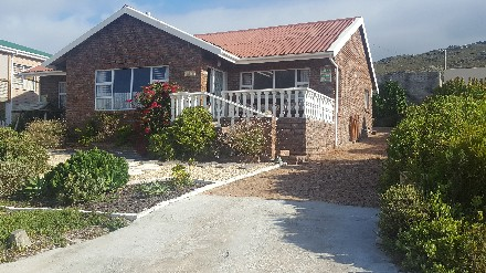 On Auction - 3 Bed House On Auction in Pringle Bay
