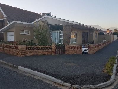 On Auction - 3 Bed House On Auction in Strand North