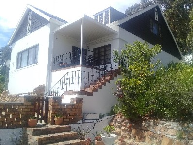 On Auction - 4 Bed Property On Auction in Mountainside Estate