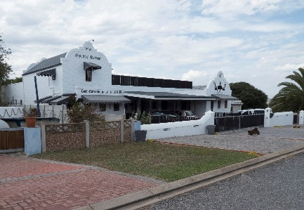 On Auction - 7 Bed Guest House On Auction in Still Bay