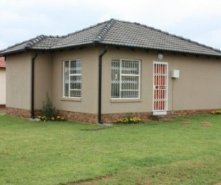 R 518,000 - 2 Bed House For Sale in Protea Glen
