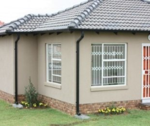 R 407,000 - 2 Bed Home For Sale in Southern Gateway