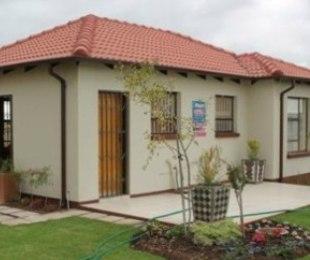R 445,000 - 2 Bed House For Sale in The Orchards
