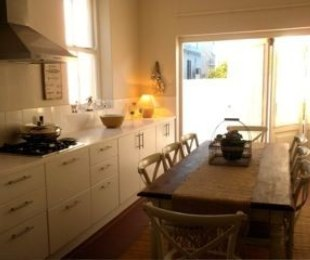 R 2,250 - 3 Bed House To Let in Sea Point