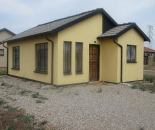 R 3,800 - 2 Bed Home To Rent in Rosslyn