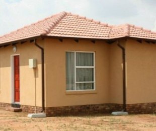 R 465,000 - 2 Bed House For Sale in Kirkney