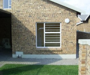 R 600,000 - 2 Bed Property For Sale in Honeydew