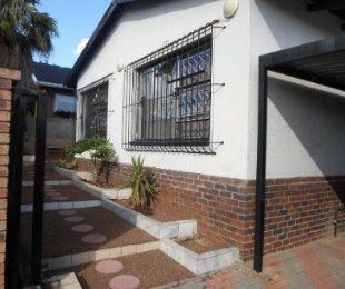 R 1,200,000 - 4 Bed Property For Sale in Sophiatown