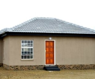 R 495,000 - 2 Bed Home For Sale in Kirkney