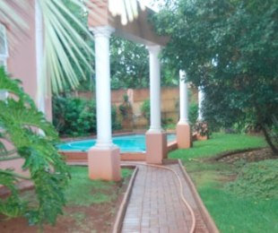 R 30,000 - 8 Bed House To Let in Emmarentia