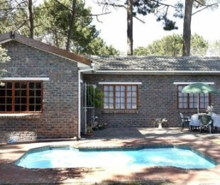 R 17,500 - 3 Bed House To Rent in Constantia