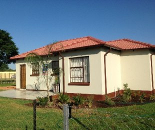 R 500,000 - 3 Bed House For Sale in Crystal Park