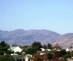 R 375,000 - 2 Bed Flat For Sale in Tulbagh