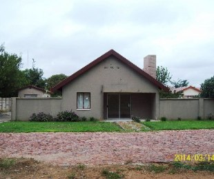 R 450,000 - 3 Bed House For Sale in Doorn