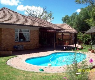 R 995,000 - 4 Bed House For Sale in Doorn