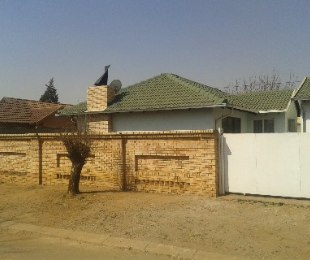 R 750,000 - 3 Bed House For Sale in Klipspruit
