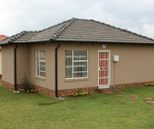 R 489,500 - 3 Bed Property For Sale in Crystal Park