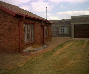 R 490,000 - 2 Bed Property For Sale in Geluksdal