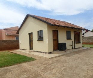 R 3,200 - 2 Bed House To Rent in Protea Glen