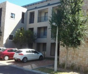 R 980,000 - 2 Bed Apartment For Sale in Sonstraal Heights