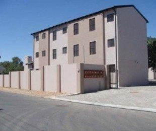 R 195,000 - 2 Bed Flat For Sale in Moorreesburg