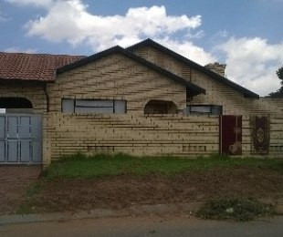 R 795,000 - 3 Bed House For Sale in Orlando East