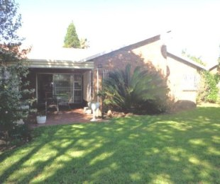 R 1,200,000 - 2 Bed Home For Sale in Farrarmere