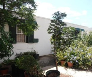 R 1,000,000 - 2 Bed House For Sale in Prince Albert