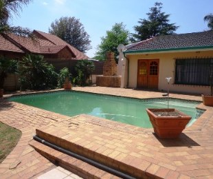 R 11,000 - 5 Bed House To Rent in Sunair Park