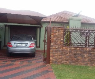 R 900,000 - 3 Bed Home For Sale in Chantelle