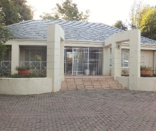 R 20,000 - 3 Bed House To Rent in Houghton Estate
