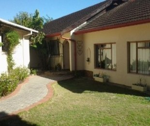R 2,150,000 - 3 Bed House For Sale in Schoongezicht