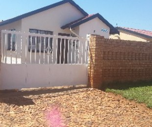 R 450,000 - 3 Bed House For Sale in Protea Glen
