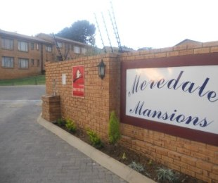 R 560,000 - 2 Bed Property For Sale in Meredale