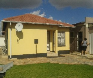 R 650,000 - 2 Bed House For Sale in Riverlea