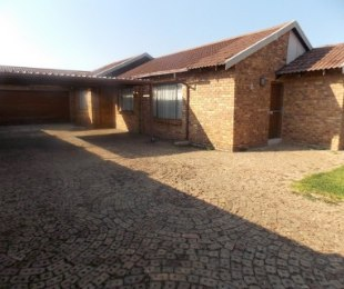 R 850,000 - 3 Bed House For Sale in Dawn Park