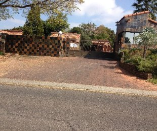 R 18,000 - 3 Bed Flat To Let in Strathavon