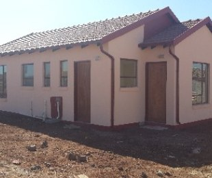 R 460,000 - 2 Bed House For Sale in Protea Glen