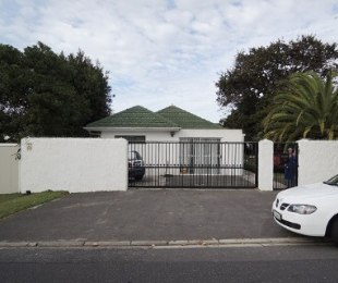 R 1,850,000 - 4 Bed House For Sale in Plumstead