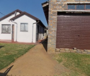 R 600,000 - 6 Bed Home For Sale in Buhle Park