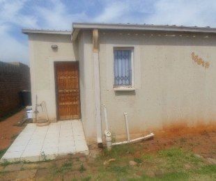 R 3,500 - 3 Bed Home To Rent in Protea Glen