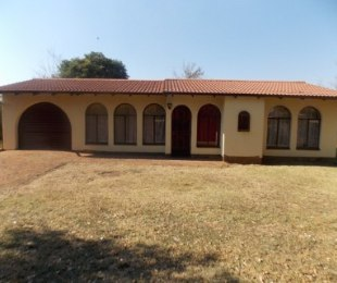 R 630,000 - 2 Bed House For Sale in Dawn Park