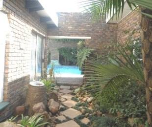 R 1,750,000 - 4 Bed House For Sale in Atlasville