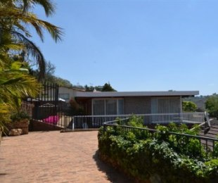 R 3,000,000 - 6 Bed Property For Sale in Floracliffe