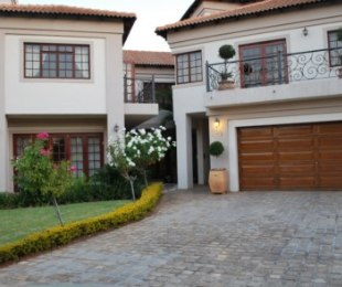 R 4,600,000 - 5 Bed House For Sale in Silver Lakes Golf Estate