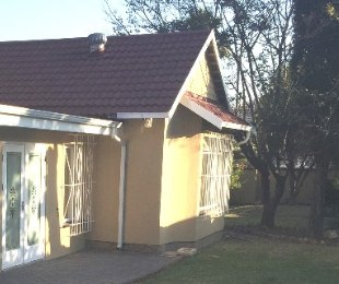 R 1,650,000 - 3 Bed Home For Sale in Farrarmere
