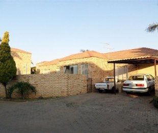R 1,295,000 - 4 Bed Property For Sale in Honeydew Ridge